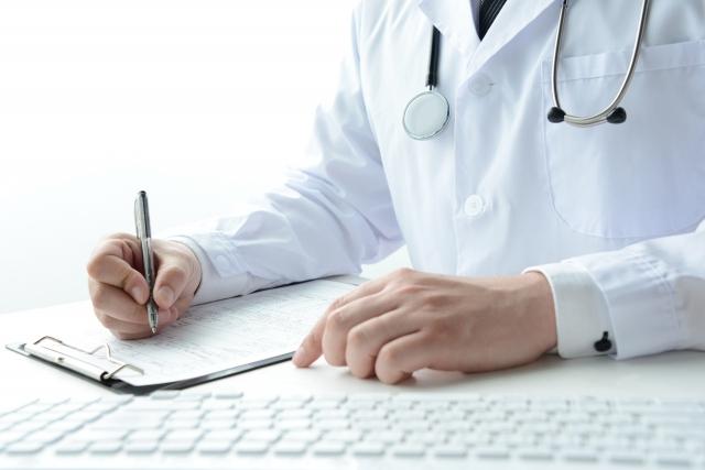 病気で欠勤を繰り返す従業員に診断書の提出は求められる?就業規則の記載がポイント