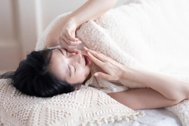 睡眠改善から取り組む健康経営!生産性アップのポイントと事例を紹介
