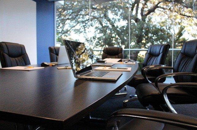 衛生委員会の目的は労働災害防止!設置基準やメンバーの役割を解説